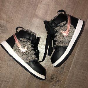 Like new Nike Jordans size 7 shoes